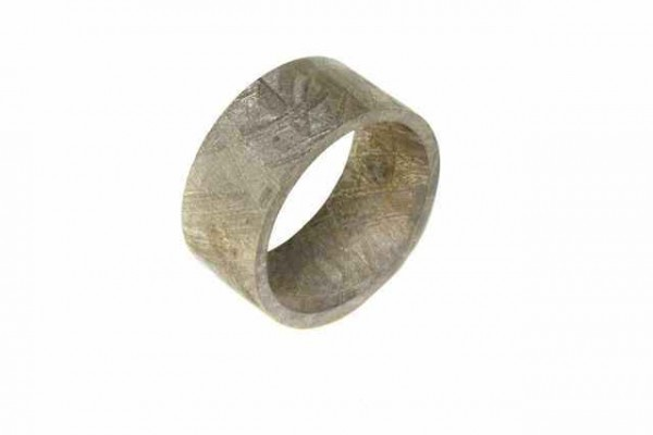 Ring aus Eisenmeteorit, rhodiniert (Muonionalusta), innen 18mm, 10mm breit