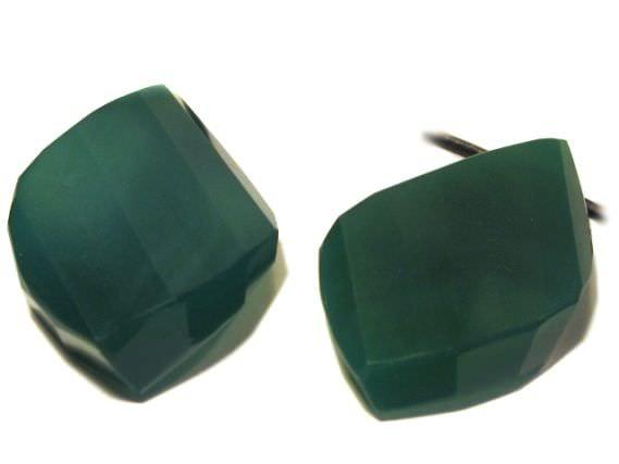 fac. Navette gedreht mit Bohrung, 30x50mm, Achat grün gefärbt