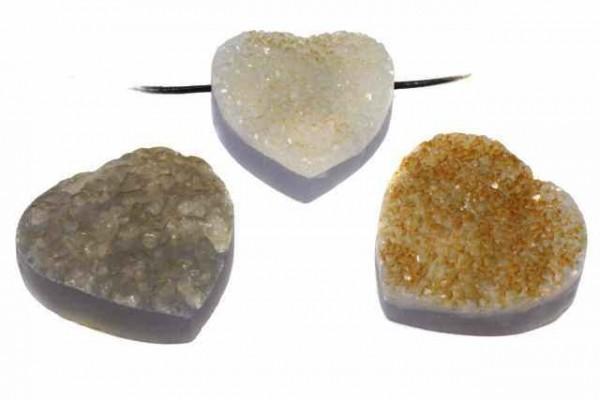 Herz-Anhänger mit gelber kristalliner Oberfläche mit Bohrung, 30mm, Chalcedon