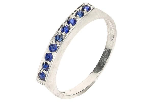 Ring Größe 52 aus Sterlingsilber 925, mit 9 blauen Saphiren