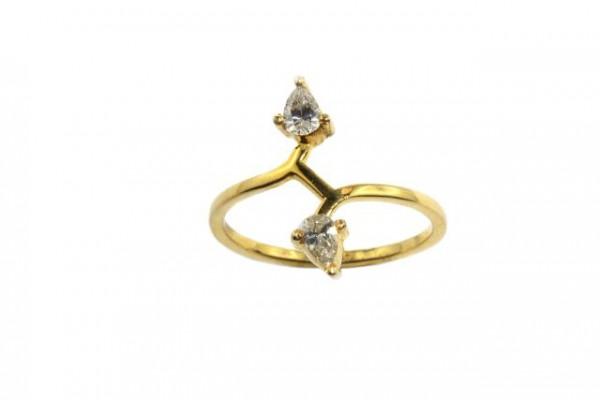 Ring Größe 53, 18K Gelbgold mit 2 Diamanten im Pear-cut 0,40ct